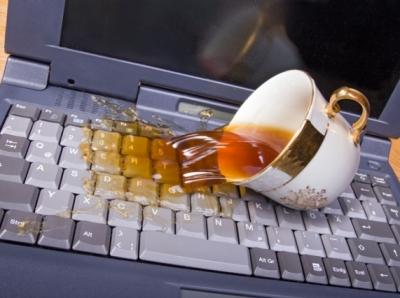 На клавиатуру нутбука попала вода чо делать
